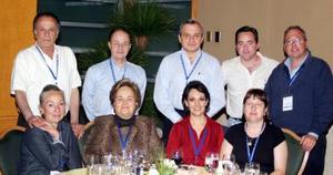 Vicente González, Alberto Pellico, Sergio de la Parra, Iñaki González, Alejandro Larrea, Rita de González, Rosario de Pellico, Laura de De la Parra  y Carmen Montalvo.