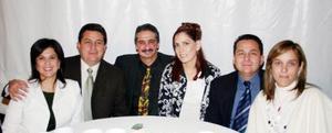 <u><i> 25 de noviembre de 2004</u></i><p> Víctor Tumoine y Sandra Barroso de Tumoine junto con amistades.