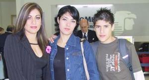 <u><i>25 de noviembre de 2004</u></i><p>  Yaneth Flores, Luz Elena de Acosta y Alan Acosta