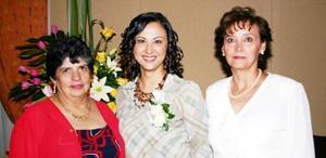 Alejandra del Rocio Artea  Gomez junto a Rosa Maria Gomez y Virginia Carson Camacho.