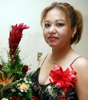 Claudia Susana Chacón Ríos recibió felicitaciones por su próximo enlace matrimonial con Eduardo Reyes Meza