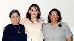 <u><i> 26 de noviembre de 2004</u></i><p> Nuria Solis Valdez disfrutó de una despedida de soltera que le ofrecieron Juanita de Vélez y Ana María de Solís