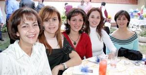 Diana Esquivel, Nora de Máynez, Lucy de Cuerda, María de Ortiz y Gaby de Del Río, en un grato convivio.