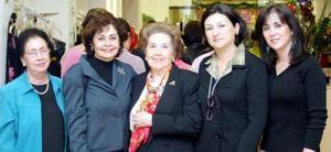 <u><i> 26 de noviembre de 2004</u></i><p> Raquel de Algara, Susana de Treviño, Mirita de Treviño, Lourdes de Treviño y Ana de Treviño.