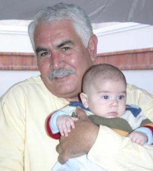 Francisco Orduña Fray con su nieto Patricio Villarreal.
