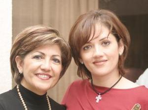 Alicia de Cárdenas y Yadira de González