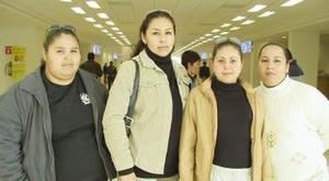 <u><i>26 de noviembre de 2004</u></i><p> Carmen Hernández y Esther Pina viajaron a Tecate  y fueron despedidas  por Yadira y Daniela.