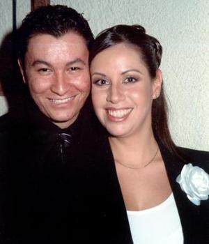 Carlos Alejandro González Rodríguez y María Guadalupe de la Torre Carreón.  contrajeron matrimonio el  27 de noviembre de 2004.