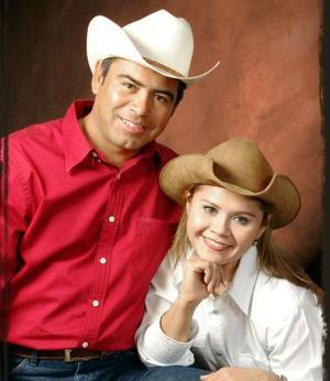 <u><i> 27 de noviembre de 2004</u></i><p>  Miguel Flores Valles y Rosa Elena Domínguez Borjas