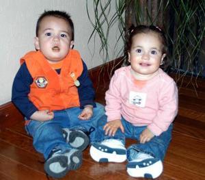 <u><i> 27  de noviembre de 2004</u></i><p>  Los pequeños Rogelio Ramírez y Susana Cuesta en reciente festejo