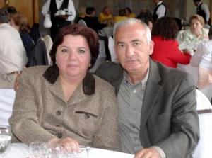 Julio González y Pilar M de González
