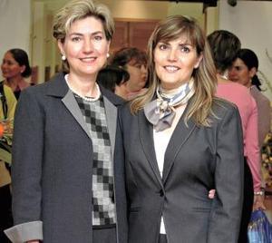 Mirita de Breede y Mirita de Garza en reciente acontecimiento social