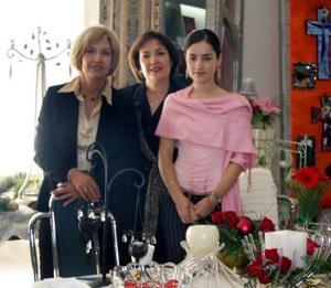 <u><i> 27 de noviembre de 2004</u></i><p> Rosario de Morales, Katy Díaz y Elsa Lozano