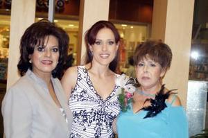 Margarita López de González y Elsa Lucía Ochoa de Ruvalcaba le ofrecieron uan despedida de soltera a Marina González López.