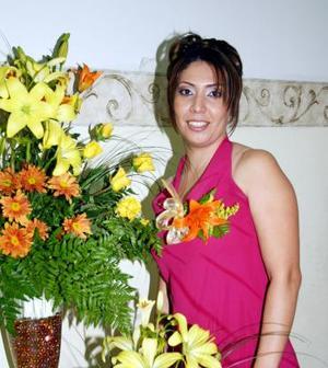 Mirna Elizabeth Flores Ortega contraerá matrimonio en breve.