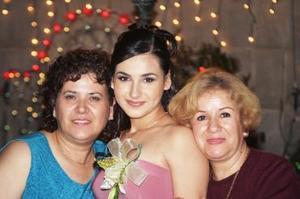 Montserrat Galicia González el día de su despedida de soltera en compañía de Miriam González y Alma Medrano