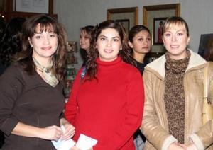 Hannya de Santos, Hilda Muñoz y Sofía de González