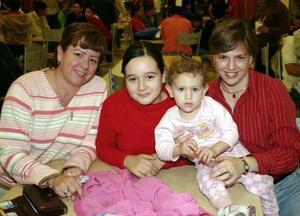 <u><i> 28 de noviembre de 2004</u></i><p>  Mabeth F. de Manzalli, Ana Milena de García y Milena García .