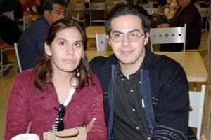 <u><i> 28 de noviembre de 2004</u></i><p> Verónica Pérez y Luis Ramírez