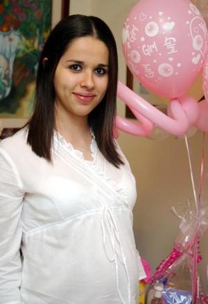 <u><i> 28 de noviembre de 2004</u></i><p> Mariana Carmona de Ramírez espera el nacimiento de su bebé para los primeros días de enero
