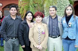 Guillermo Carrillo y Laura de Carrillo con sus hijos Laura, Guillermo y Fabiola.
