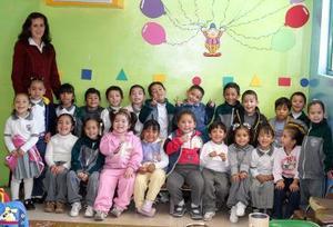 El niño José Carlos de León  Espino celebró su cumpleaños  con sus amiguitos.