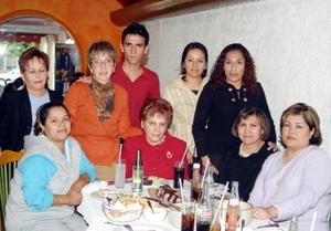 Guadalupe Herrera de Sánchez festejó su cumpleaños en conocido restaurante de la localidad.