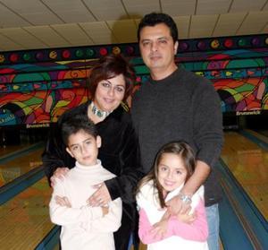 Hugo Alexis Núñez acompañado por su familia el día que celebró su noveno cumpleaños.
