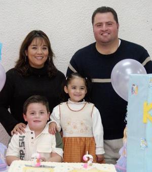 Sergio y Andrea Alfaro Aldape cumplieron seis y tres años respectivamente y lo festejaron con una merienda organizada por sus padres.
