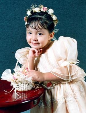 Ana Lilia Quiroz Tapia celebró su tercer cumpleaños con una divertida piñata.
