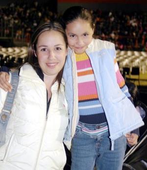 Karla y Andrea Armendáriz.