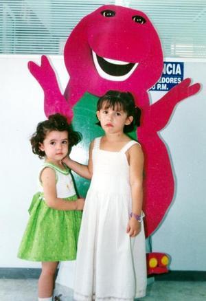 Loretta y Julia Meléndez  Hiriart, en pasado festejo infantil.