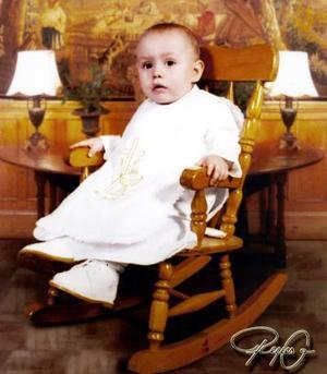 Niño Luis Felipe Guzmán Escalante, en una foto de estudio  por su cumpleaños.