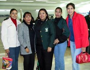 Brenda Cecilia Gutérrez  viajó a Mediterráneo, la despidieron  Patricia, Perla, Gina y Gaby.