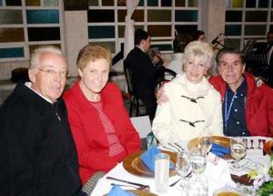 Enrique Montes y Sra Susana Antón de Gil y Nicolás Gil.