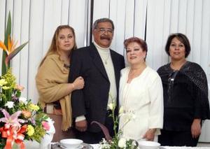 Hortensia Soto de Garibay, Ileana Garibay de Sánchez y Sandra Elía Garibay de González, organizadoras  del convivio que se ofreció en honor del señor Gilberto Garibay Hernández
