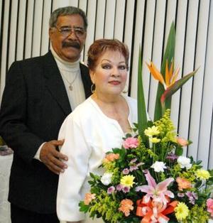 Sr. Gilberto Garibay Hernandez junto a su esposa Sra. Hortensia Soto de Garibay .