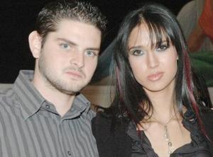 <u><i> 29 de noviembre de 2004</u></i><p> Víctor  Albores y Alejandra Salas.