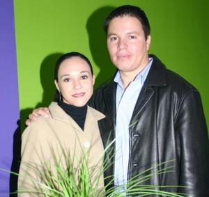 <u><i> 30 de noviembre de 2004</u></i><p> Isabel Garza Coss y Roque Márquez.