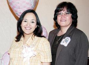 <u><i> 29 de noviembre de 2004</u></i><p> María de Jesús Pizaña le ofreció una fiesta de canastilla a Lucía Muñoz
