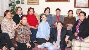 En días pasados se reunieron las ex-alumnas de la Escuela Contable para disfrutar de un convivio.