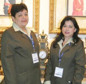 <u><i> 30 de noviembre de 2004</u></i><p> Antonieta Navarro y Martha Chavarría, en reciente acontecimiento social.