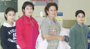 Desire Sotomayor y Refugio Sotomayor viajaron a Acapulco acompañadas por Guillermo y Ángela Robles.