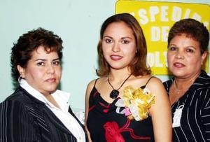 Karen Parra Hernández contraerá matrimonio en breve con Nicolás Velázquez Ramos, motivo por el cual disfrutó de una despedida de soltera.