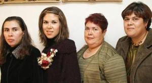 María de la Paz de Morán, Érikay Sandra Morán, le ofrecieron por su cercano matrimonio una despedida de soltera