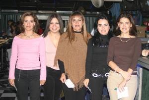 Mónica Silveyra, Ale Fernández, Pina Martínez, Cecilia Luna y Mary Tere Luna.