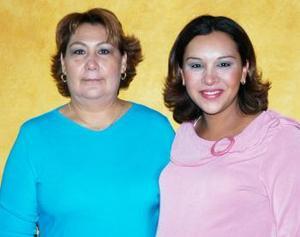 <b>01 de diciembre de 2004</b> <p> Zaide Zárate Pérez recibió numerosas felicitaciones  por la llegada de su próximo bebé.