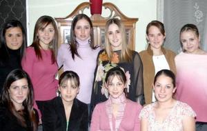 La futura mamá Claudia Torres compartió gratos momentos con amistades el día de su fiesta de canastilla