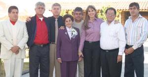 <b>02 de diciembre de 2004</b> <p> Sra. Guadalupe Mier Nájera celebró su cumpleaños número 80 acompañada de sus hijos  en ameno convivio