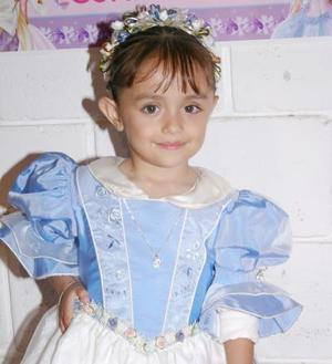 Jocelyne Jimena López Dávila cumplió tres años de edad en días pasados y lo celebró con una merienda